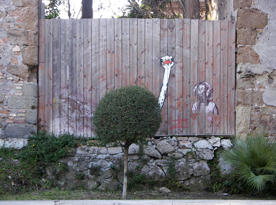 funny-street-art-fence-ostrich