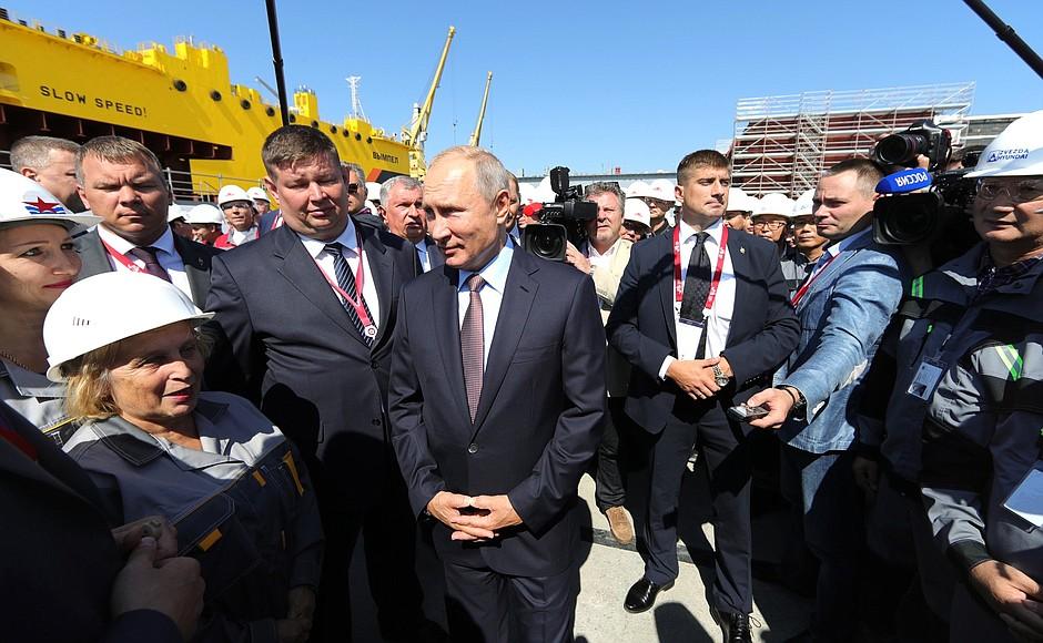 Нелепый разговор Путина с рабочими удалили с сайта Кремля
