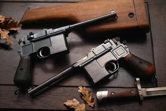 «Ваше слово, товарищ Маузер»: пистолет как символ революции