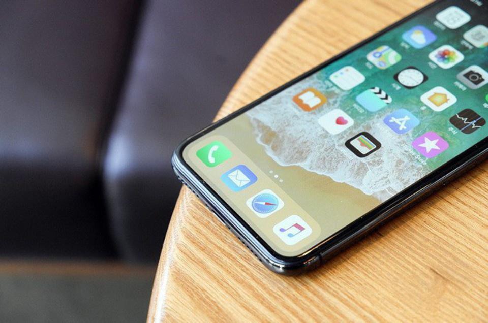 iPhone X подешевел в России …