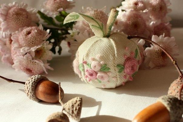 текстильные яблочки с вышивкой