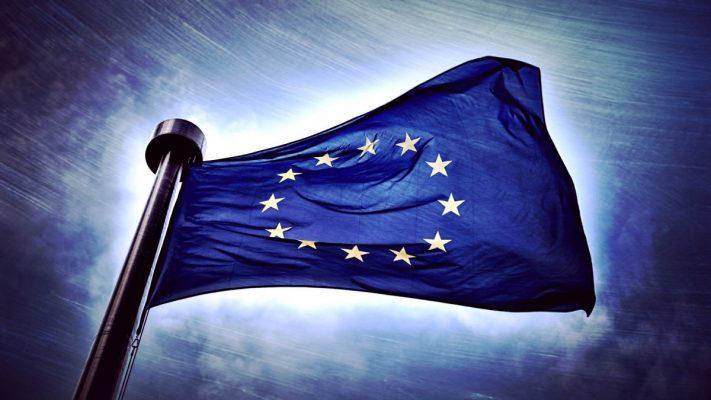 Существование ЕС находится под угрозой: Европу штормит от давления США и России.