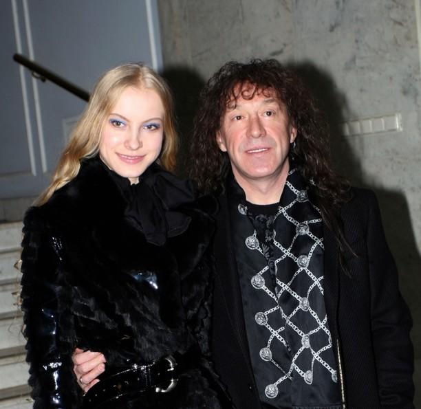 Владимир Кузьмин объявил о разводе с молодой женой после 17 лет брака