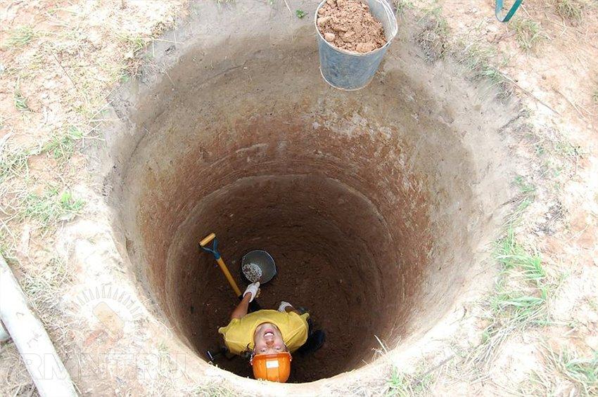 Как я один выкопал колодец или как мне надоело таскать воду из далека и вырыл его во дворе