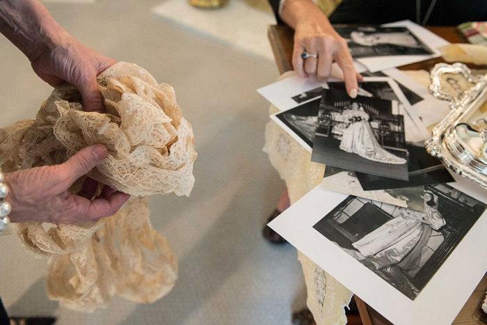 Мать Эбигейл - Лесли Кингстон показала сохранившиеся фотографий женщин, которые выходили замуж в этом же платье.