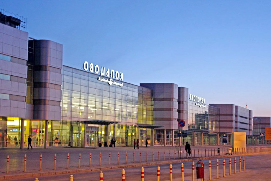 Фотобанк лори город, екатеринбург, екатеринбургский, аэропорт, кольцово, аэровокзал, здание, терминал, вход, люди