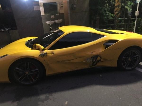 На Тайване водитель грузовика заснул за рулем разбил три Ferrari стоимостью 1.600.000$