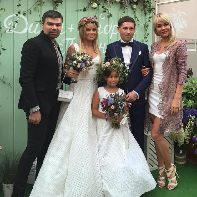 15 долгожданных звездных свадеб 2015 года.