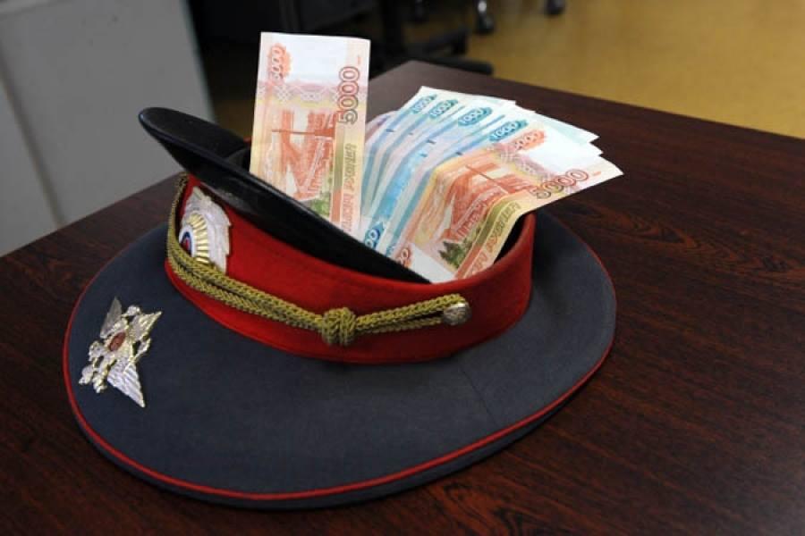Региональные власти пожаловались депутатам Госдумы, что полицейские требуют плату за свои услуги