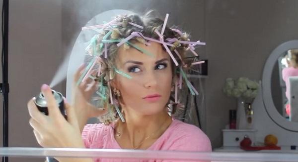 Она наматывает волосы на 20 соломинок каждую ночь… И просыпается ослепительно красивой!