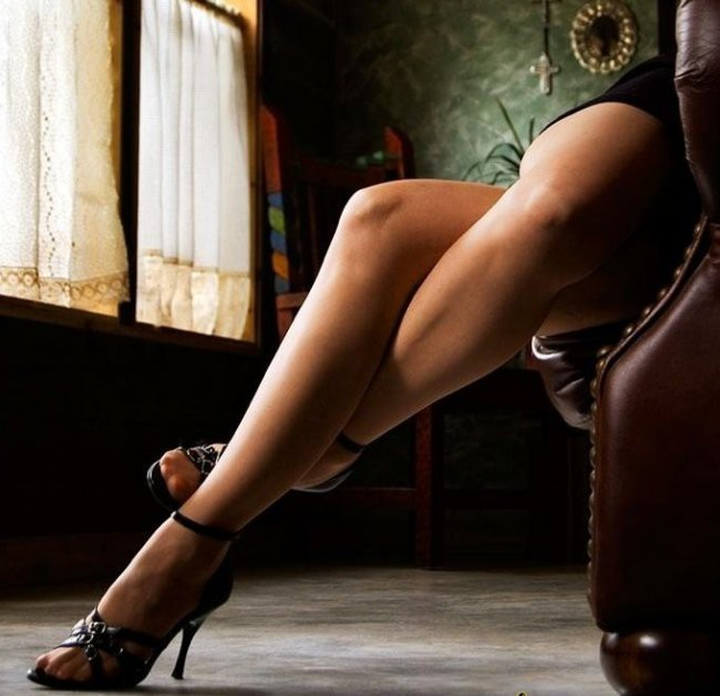 жахают фото сексуальные женские ножки это время
