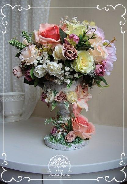 """Композиция в стиле Шебби с розами и розочками """"Амели""""."""