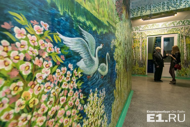 В Екатеринбурге 90-летний сторож превратил школу в картинную галерею