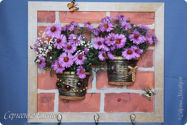 Декор предметов Картина панно рисунок Поделка изделие Моделирование конструирование Ключница - цветочница Бусины Гипс Капрон Краска Материал природный фото 1