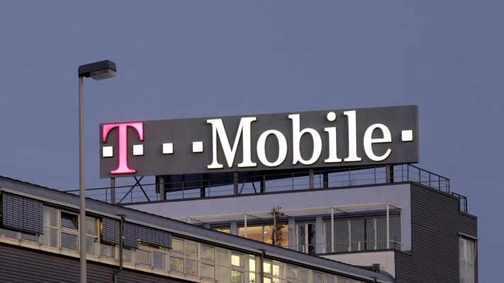 T-Mobile sugar-coats Sprint merger with promises of free data — but only if it's approved
