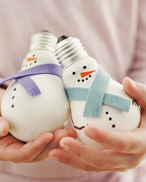 Поделки излампочек: Снеговик!