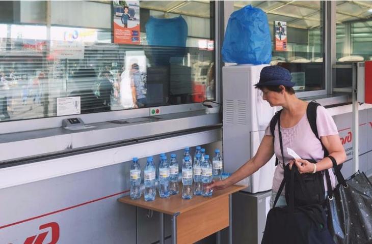 Более 1 тысячи бутылок с водой раздали пассажирам метро и МЦК из-за жары 2 августа