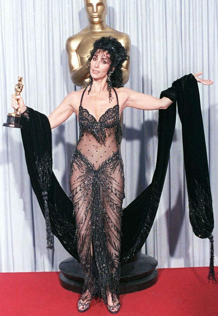Непревзойденная Шер в образе Шамаханской царицы на церемонии «Оскар», 1988 год история, платье