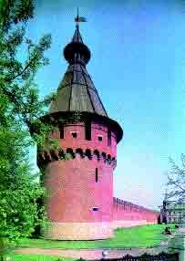 Спасская башня Тульского кремля. Кремль построен в начале XVI века по указу Василия III. Долгое время это был главный оборонительный рубеж на юге Московского государства.