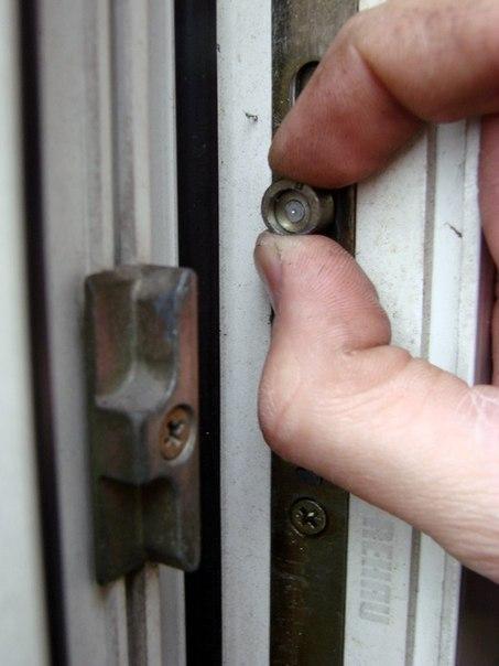 Ремонт замка пластиковых окон