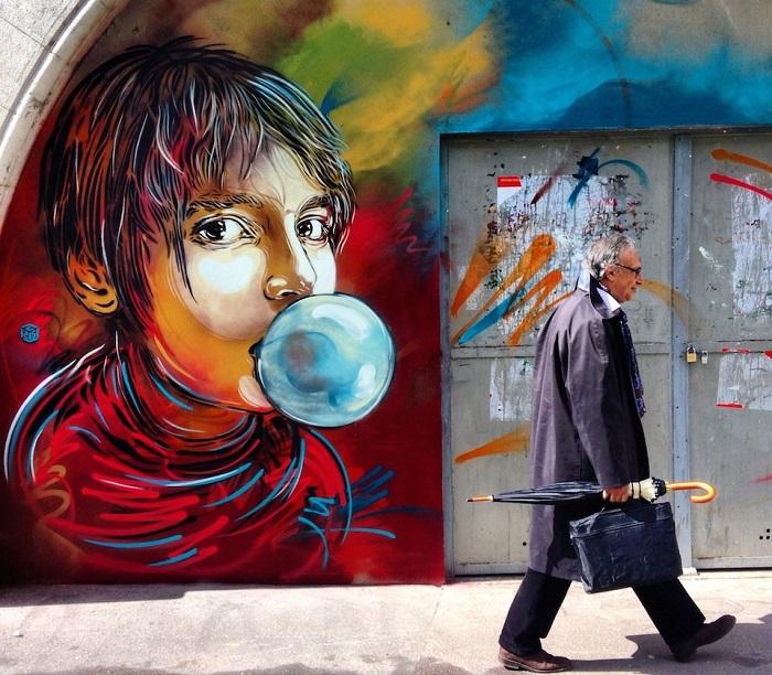 Городской sreet art в Париже, Франция.