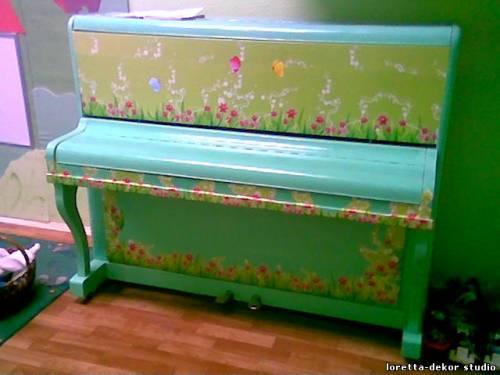 пианино цвета зелени