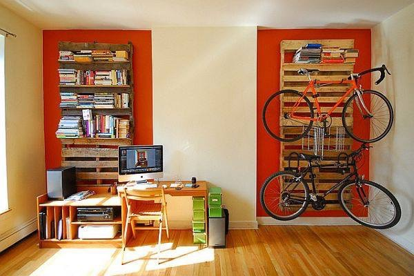 Велосипед в квартире (и палеты)
