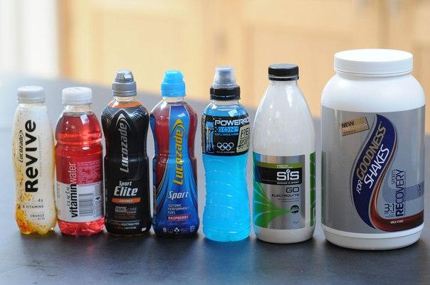 Обычная подсахаренная вода восполняет запасы глюкозы не хуже дорогих спортивных напитков