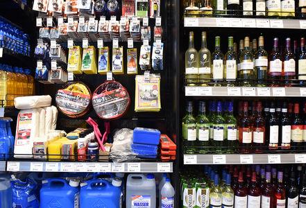 На АЗС вернется алкоголь. Остроумное решение правительства по сдерживанию цен