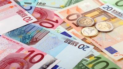 Евро между двух огней