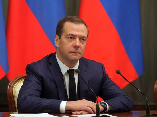 «Я его не смотрел»: Медведев попросил показать ему фильм Навального