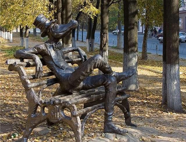 Памятник крокодилу Гене в Ижевске интересное, памятники
