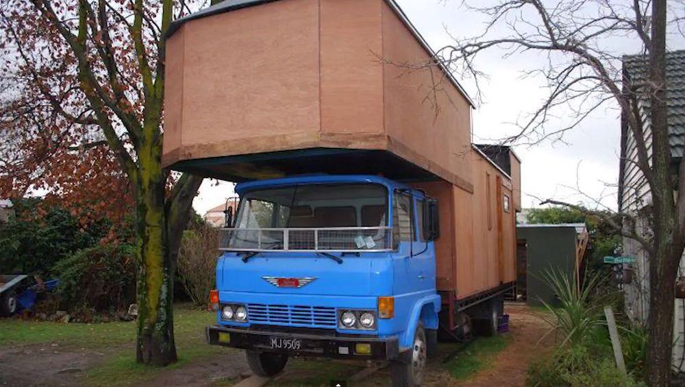 Дом на колесах из старого японского грузовика