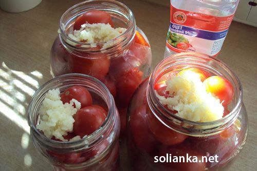 Маринованные помидоры с чесноком на зиму «под снегом»
