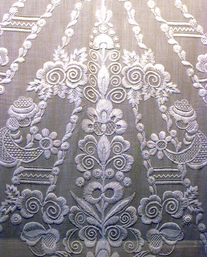 Вышивка «белая гладь» как украшение одежды