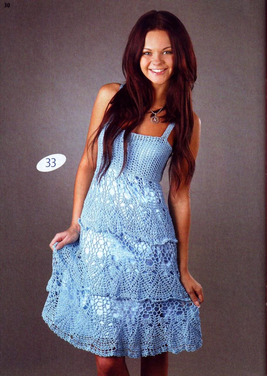 Очаровательное голубое платье крючком
