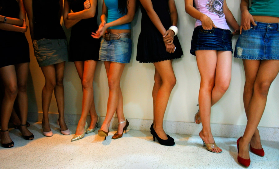Женщины в миниюбках видео фото 793-162