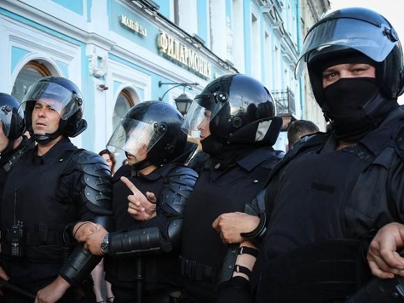 На митинге против пенсионной реформы в Петербурге начались массовые задержания