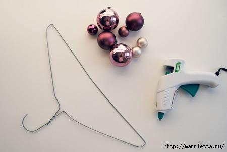 Новогодние венки из елочных шаров (24) (450x301, 43Kb)