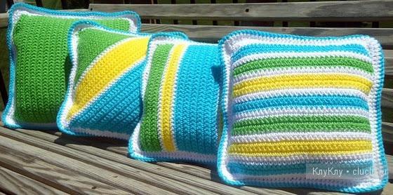 Вязанные подушки - яркие квадратики, полоски