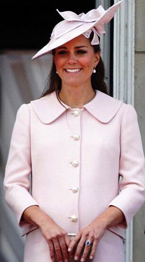 Самые лучшие наряды Кэтрин, герцогини Кембриджской, в которых она появлялась на публике в уходящем 2015 году