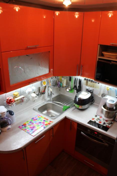Микро-кухня в 5 кв.метров и маленькая ванна