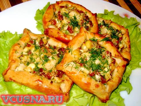 Слоечки с колбасой, яйцом и сыром VCUSNA.RU