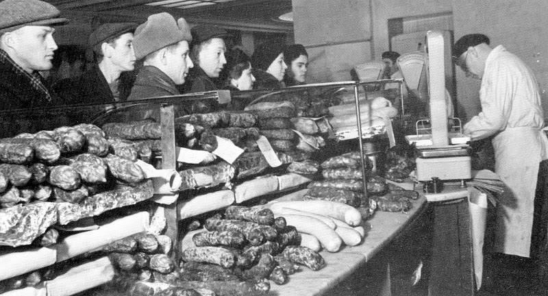 Почему при Сталине прилавки были полны продуктов и товаров?