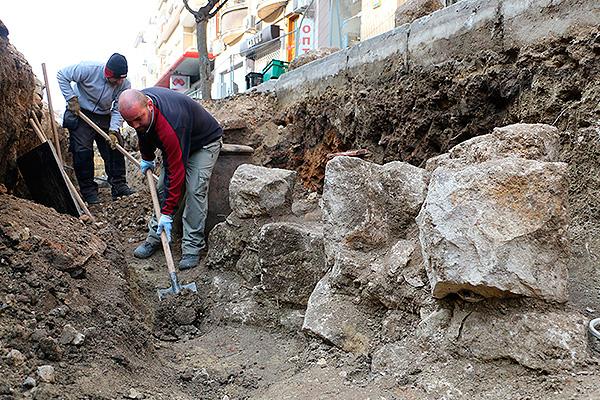 Строители нашли в москве древний артефакт.