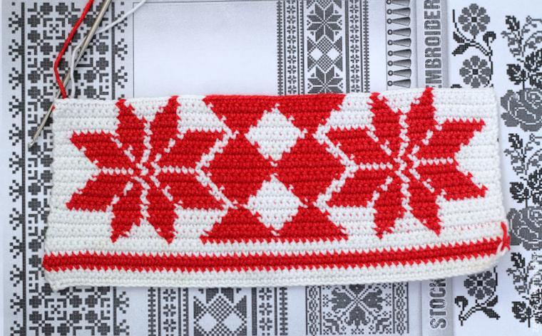 Вязаная прихватка с имитацией русской вышивки