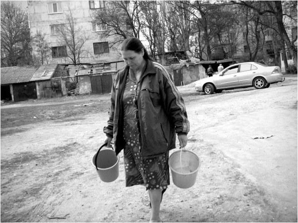 http://img0.liveinternet.ru/images/attach/c/7/97/115/97115352_ZHenschina_s_pustuymi_vedrami.jpg