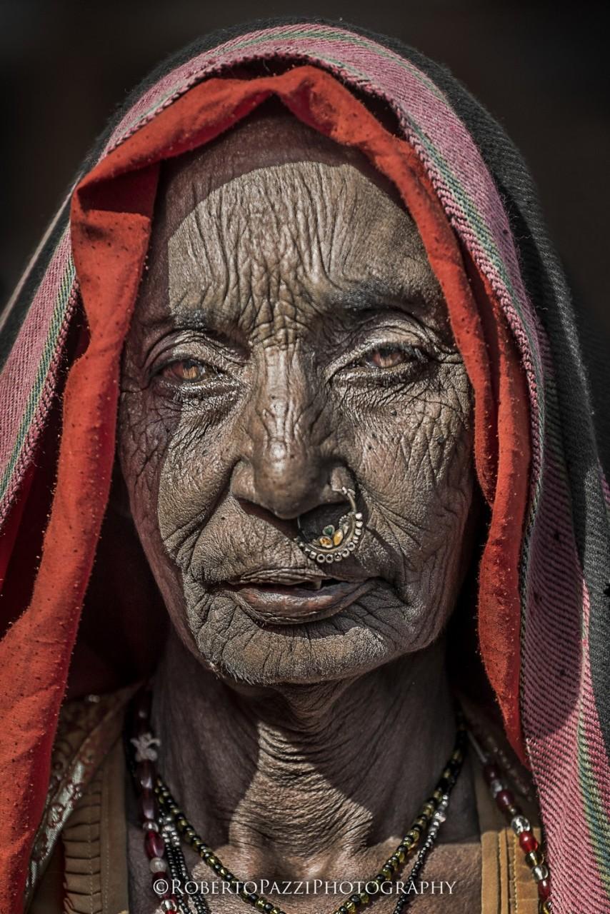 Пожилая женщина из Джайпура бедность, индия, нищие, садху