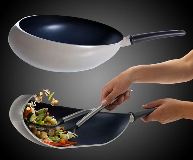 Сковорода Boomerang Wok препятствует выпадению еды на пол