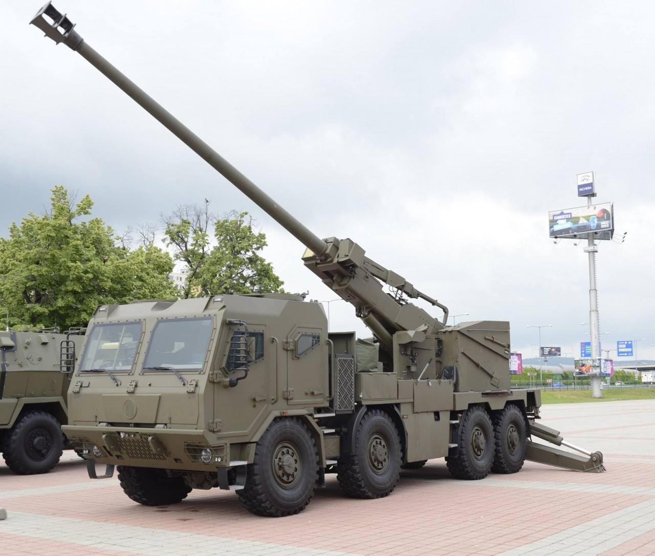 Новый вариант 155-мм колесной самоходной гаубицы EVA
